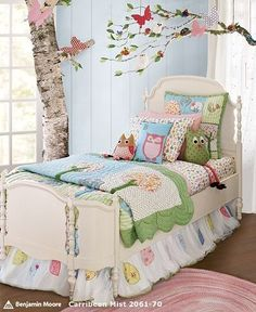 I like the idea of baby blue for a girls room queencherie