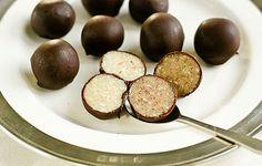 trufas de avellana cruda y chocolate de menta