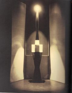 Edward Steichen - L'oiseau dans L'espace, 1926. Sculpture by Constantin Brâncuși.