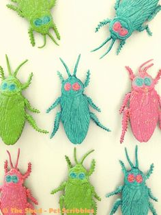 Halloween Crafts: Pretty Glittered Halloween Bug Magnets you can make in 15 minutes!