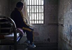 """French Prison - Le contrôleur des prisons, Jean-MarieDelarue,a visité le centre pénitentiaire desBaumettesdu 8 au 19 octobre. Il a publié jeudi 6décembre une série de clichés de l'intérieur, pris par le photographeGrégoireKorganow. Face à""""l'état désastreux"""" de la prison, une procédure d'urgence a été lancée."""
