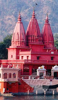Hindu temple and Ganges River. Haridwar. Uttar Pradesh. India. So pink but I think is really beautiful, wanna go to that country T.T