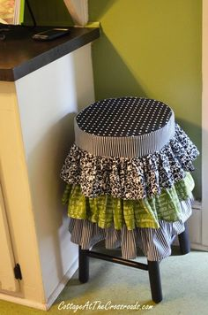 ruffled stool cover - not so much a fan of the colors but the idea is cool :)