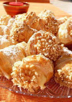 Cannoncini di pasta sfoglia con crema pasticcera