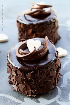 Mini individual chocolate cakes.