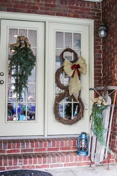holiday, snowman wreath, front door, christma porch, christma decor, christmas porch ideas, christmas decorating ideas, rustic christmas, decor idea