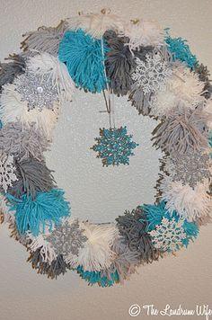 DIY: Yarn Pom Pom Wreath