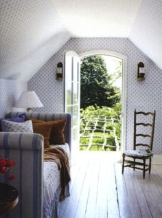 A guest room in blue and white.