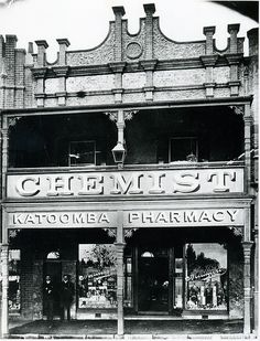 Medlicott's Katoomba Pharmacy c1910  	     	           	 	     	         	            E E Medlicott, MPS, established 1897, Main Street Kato...
