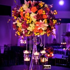 Learn the secret to making your centerpieces pop! (via Stevie Ramos Photography)