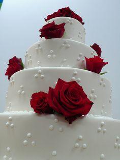 Red Roses White wedding cake