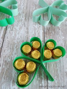 #St. Patrick's Day Clover Treats on iheartnaptime.com ...such a cute and easy idea!