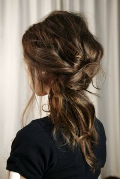 This bedhead-esque ponytail is almost too easy. #click for the tutorial
