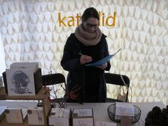 Love love love the simple scalloped paper wall behind Katydid. The light looked amazing all day! invit backdrop, backdrops, product display, craft fair, paper wall, scallop paper, crafts