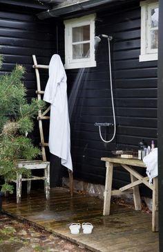 Gravity Interior : Outdoor shower at summerhouse in Norway