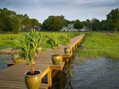 Now let's move down the 175-foot walkway to one of the best rooms at Blog Cabin 2014: the dock!