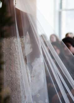 OSCAR DE LA RENTA BRIDAL 2013 - #Vestidos de #Novia http://bodasnovias.com/disenadores-de-vestidos-de-novia-oscar-de-la-renta/2906/