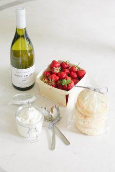 10 Creative Hostess Gift Ideas: Champagne & Strawberries