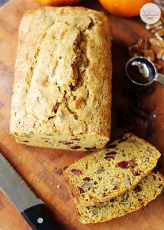 This cranberry-pumpkin bread at Positively Splendid is absolutely delicious, and it is pretty enough to wrap up and give as holiday gifts! #breads #baking #pumpkin #recipes