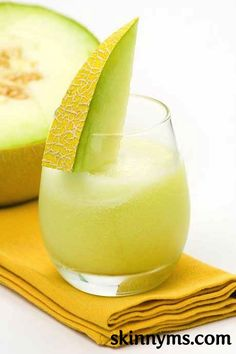 Light and airy, with a hint melon, this Melon Breeze Smoothie is hard to beat.  This will be the perfect summer send-off drink this weekend! #skinnyms #drink #recipes