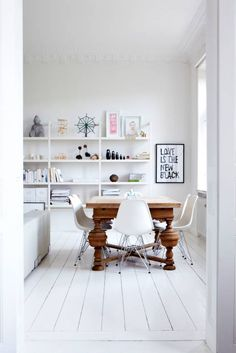 love the table and that print!