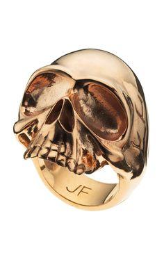 Skull ring in gold.
