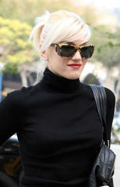 Love the whole look!!! Especially her glasses!!! Go Gwen!