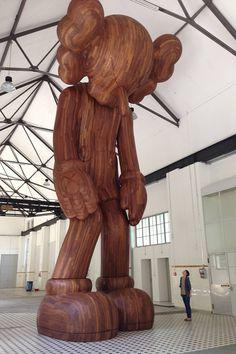 KAWS – More Gallery  Voici un petit aperçu de 'exposition de KAWS à la More Gallery en Suisse durant l'ART BASEL européen.