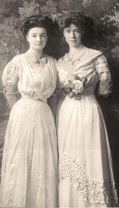 1900 Edwardian ladies