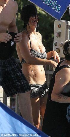 Katy Perry on a real life swimming day. bodi imag, real life, photoshopplast surgerymakeup, kati perri, water parks