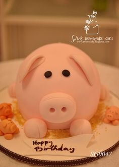 Is this not the cutest little pig cake? It looks like you could squeeze it. I would feel bad cutting into it.