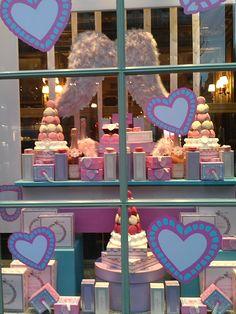 Escaparate de una pasteleria en París...ñammm