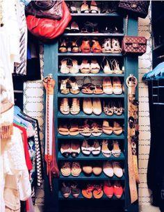 organized closet- shoe shelves