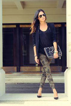 camo pants and black.. <3