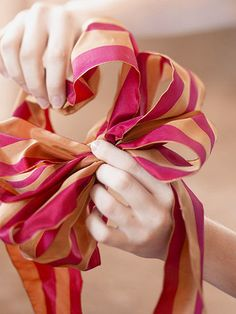 Trimmed in Red Wreath How-To.  Directions for making a bow.