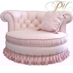 Pink patterned round cuddle chaise