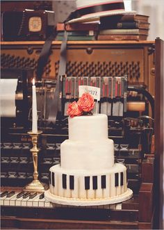 If I marry a music man, this would be fun for him & we could have dancing couples around the bottom layer for me! <3  Piano wedding cake!