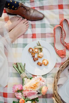 Who doesn't love a sunny picnic? How about for a wedding theme? We say YES!  Photography: Harwell Photography - harwellphotography.com  View entire slideshow: Our Favorite Wedding Themes on http://www.stylemepretty.com/collection/494/