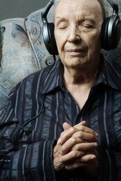 Music therapy for dementia and individuals with Alzheimer's is so very beneficial. It can spark compelling outcomes even in the very late stages of Alzheimer's disease. #Alzheimers #memory #memoryloss #mindcrowd #support #ENDALZ #caregivers