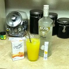 LOW CALORIE CREAMSICLE DRINK USING CRYSTAL LIGHT CLASSIC ORANGE SUNRISE AND WHIPPED CREAM VODKA AND WATER! SERIOUSLY TASTES JUST LIKE A CREAMSICLE! YUM!