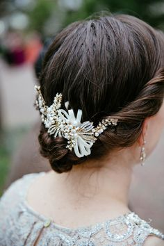 vintage inspired bridal hair, photo by Tory Williams http://ruffledblog.com/georgia-railroad-museum-wedding #weddinghair #beauty
