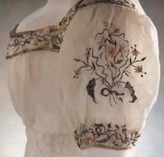 Muslin evening dress 1812-1815. Embroidered with single strands of very fine silk, the stalks are embroidered in silver gilt thread