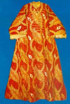 Silk Sultan's caftan lined by fur, 16th century (museum Tokapi, Istanbul)