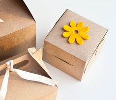 Single cupcake boxes! SHOP NOW: http://selfpackaging.com/2214-simple-cupcake-box-with-lid-76.html?size=1 // #cupcakes #cupcake #singlecupcake #brownkraft #cupcakeboxes