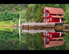 Red cabin by Richard Larssen, via 500px
