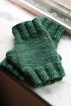 fingerless gloves.  aqua! free pattern.