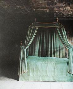 canopi, dreamy bedroom, castl, bedroom decor, emerald, color, green, canopy beds, bohemian bedrooms