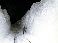 Google Image Result for http://dnr.ne.gov/floodplain/mitigation/Blizzard_1949/Blizzard_1949_SnowWalls_sm.jpg bureaus, indianapoli, farmers, natural disasters, snow, weather activities, chicago, blizzard, storm