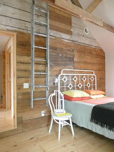 ladder, bed frames, beds, color, salvaged wood, hous, bedrooms, wood walls, wooden walls