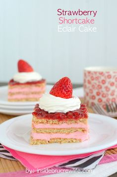 Strawberry Shortcake Eclair Cake - layers of strawberry pudding, graham crackers, and strawberries makes this a delicious no bake dessert